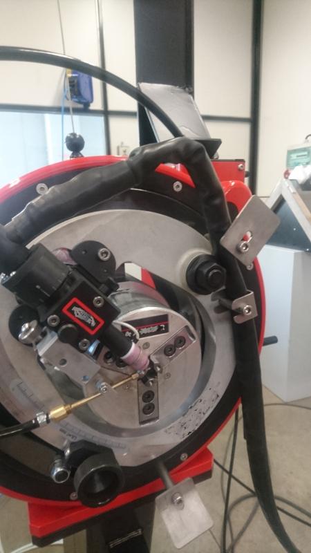 Machine à souder en orbital avec métal d'apport